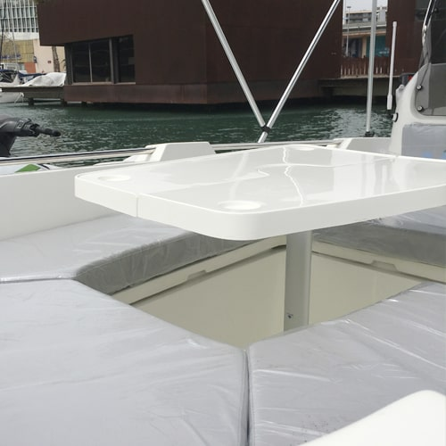 Barco sin carnet mesa