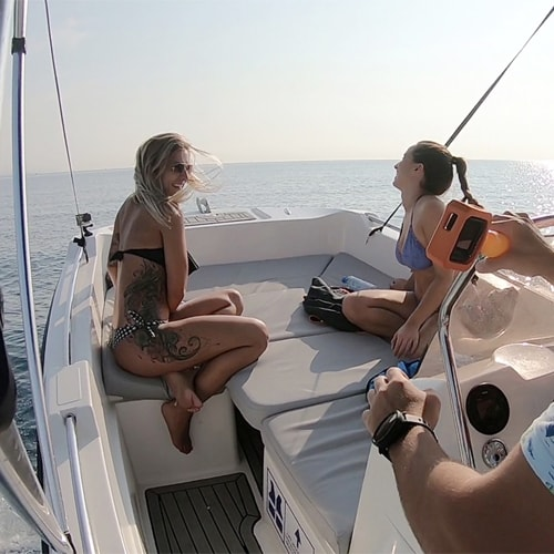 ]Enjoy this boat experience with your friends
