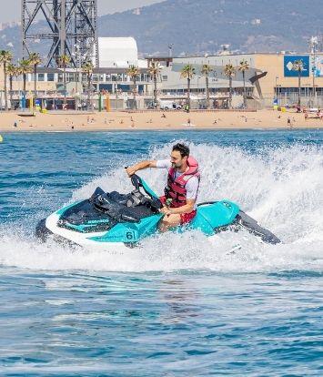 Alquila una moto acuática con tu licencia en Barcelona