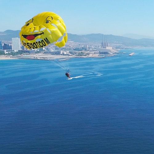 Vuelta alto con el Parasailing en Barcelona
